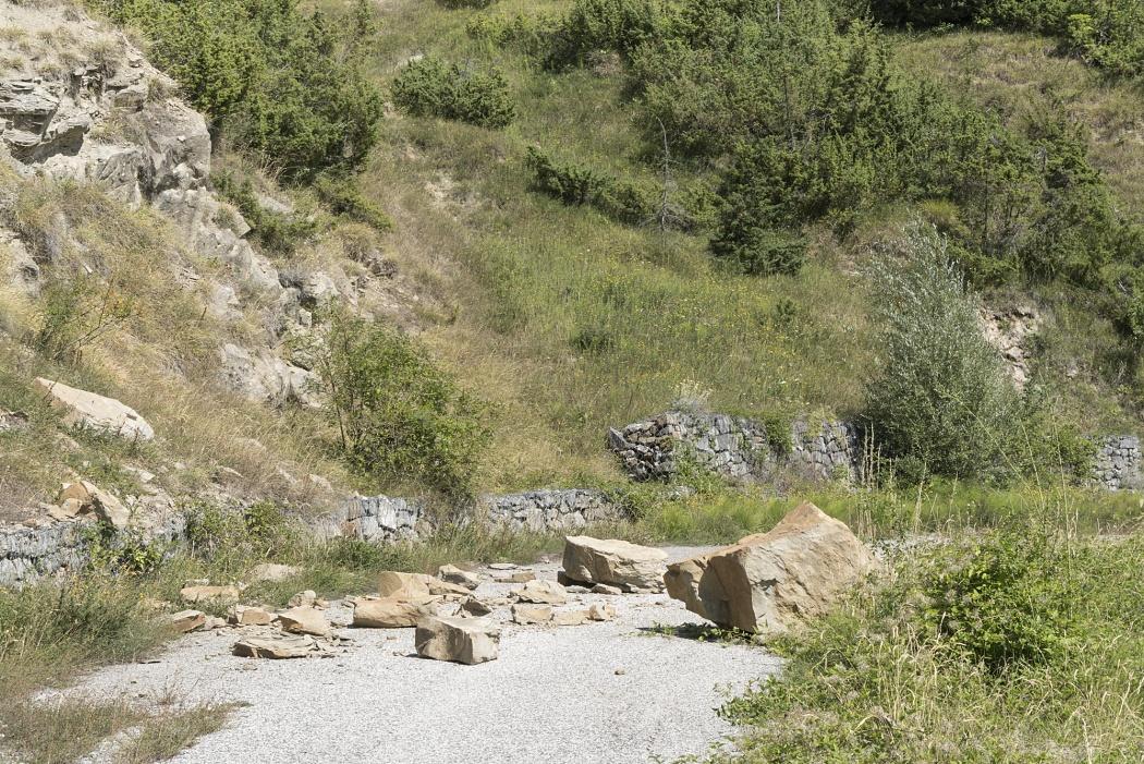 Tratto stradale di collegamento area Case Isaia -  Ortolano ( ricompreso tra S.S.80 e S.P.577)  - Tratto stradale chiuso per frana da ordinanza del Sindaco di Campotosto N.ro 04 del 18 Marzo 2015